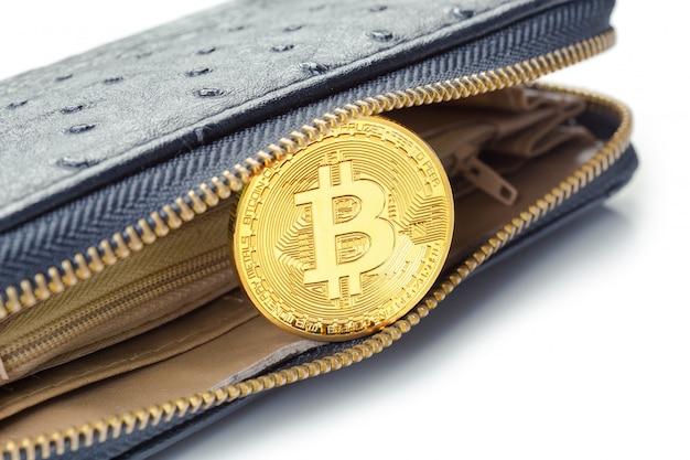 Goldenes bitcoin auf einer brieftasche