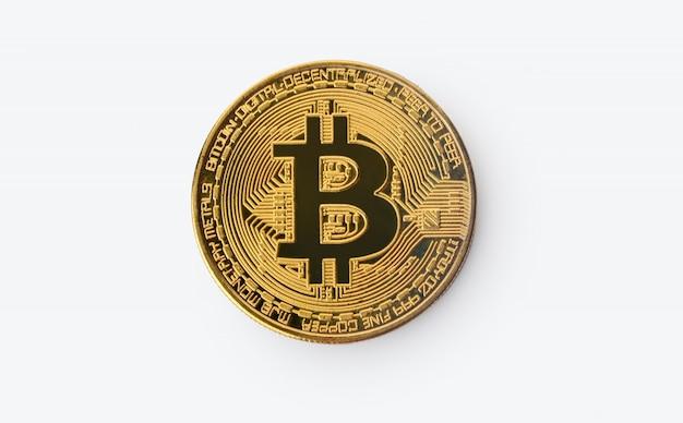 Goldenes bitcoin im weißen hintergrund