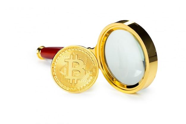 Goldenes bitcoin und lupe