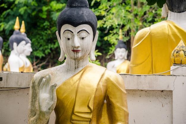 Goldenes buddha-bild