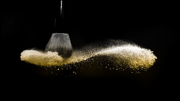 Goldenes pulver spritzen
