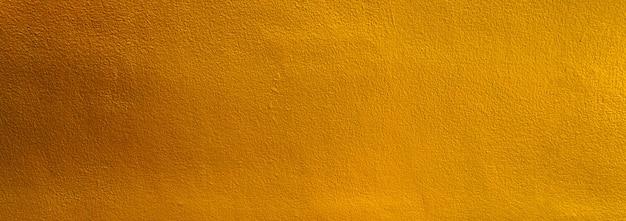 Goldfarbene alte grunge-wand-beton-textur als hintergrund, breites banner.