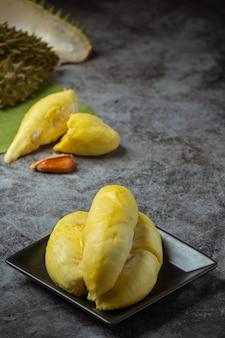 Goldgelbes durianfleisch saisonale frucht thai fruchtkonzept.