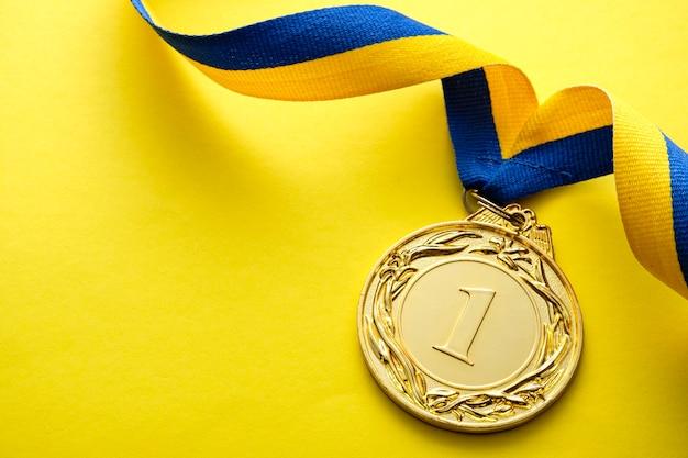 Goldmedaillon für den gewinner oder champion