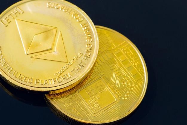 Goldmünzen der kryptowährung - bitcoin, ethereum, litecoin