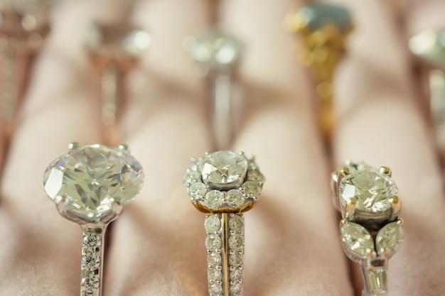 Goldschmuck diamantringe in box