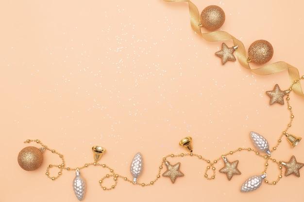 Goldsternglocke auf goldenem hintergrund für geburtstag, weihnachten oder hochzeitszeremonie