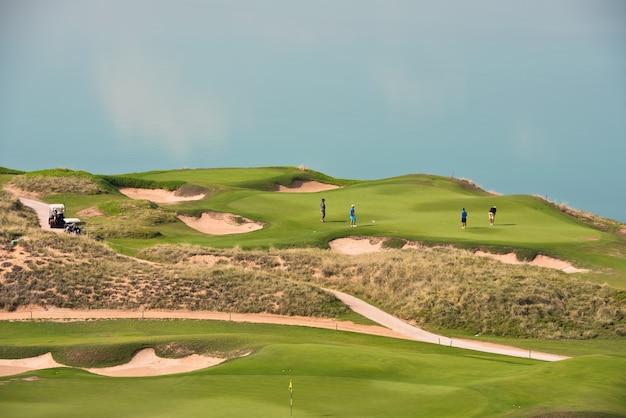 Golfresort mit der landschaft des meeres