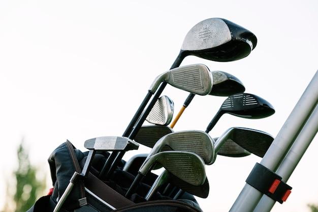 Golfschläger auf golfclub. golf-konzept.
