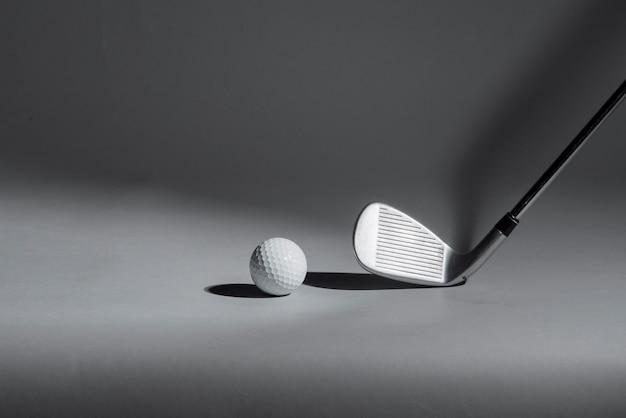 Golfschläger und ball