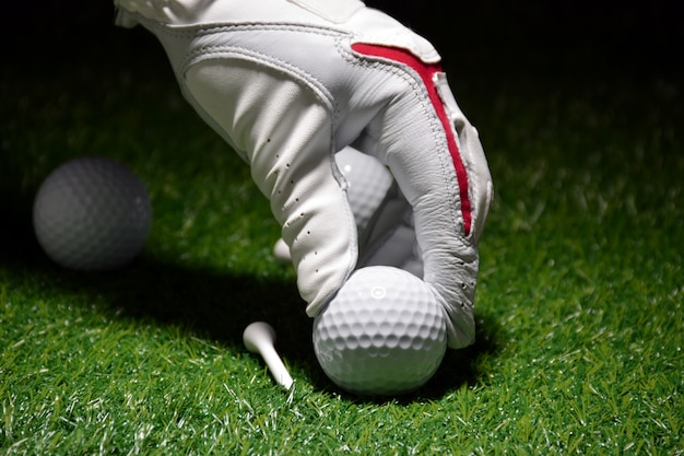 Golfsportbezogene sportobjekte wie handschuhe, bälle usw.