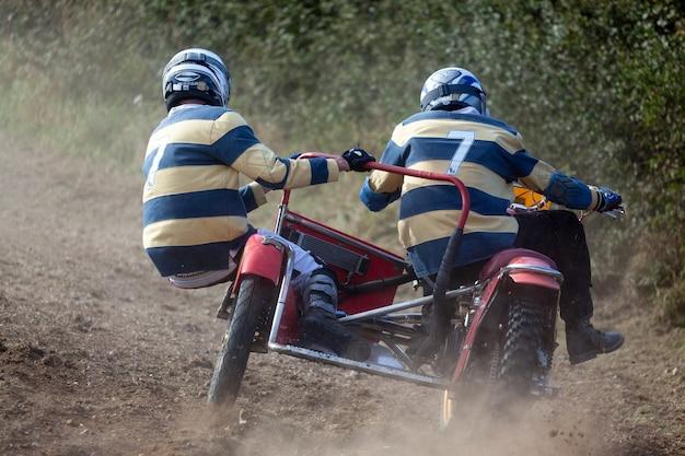 Goodwood, west sussex/uk - 14. september: sidecar motocross beim goodwood revival am 14. september 2012. zwei nicht identifizierte personen