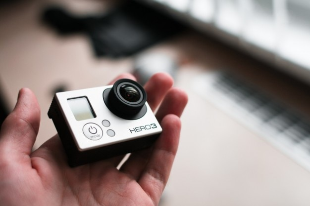 Gopro hero 3 in der hand