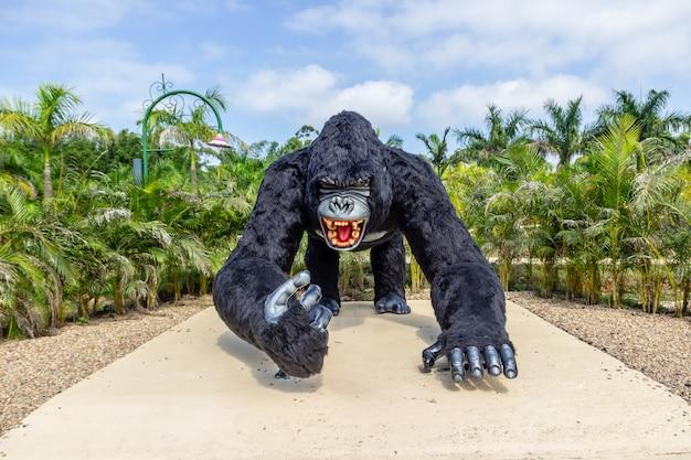 Gorillastatue bei beto carrero world santa catarina, brasilien