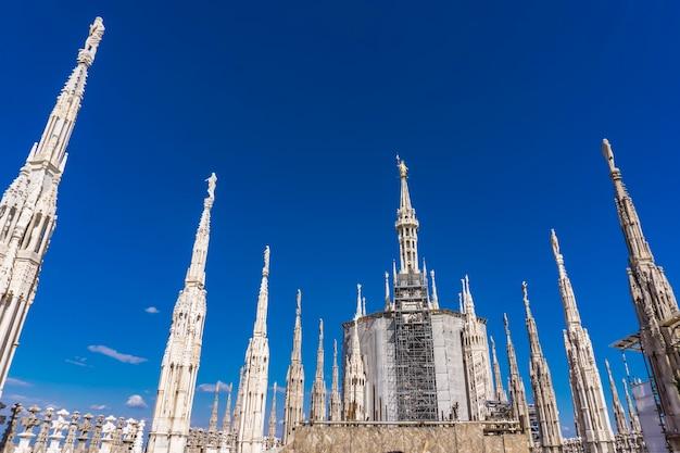 Gotische dachterrassen des mailänder doms in italien