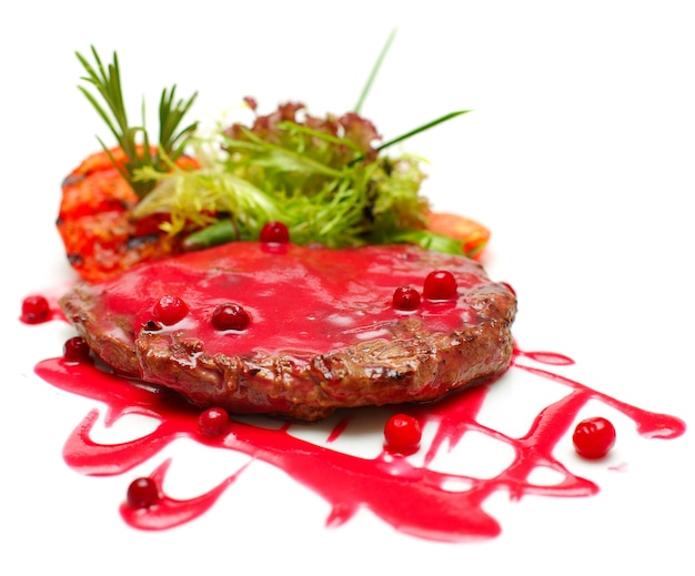 Gourmet-essen - gegrilltes steak in roter sauce