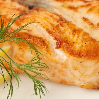 Gourmet essen. lachs fischsteak. restaurant essen makro