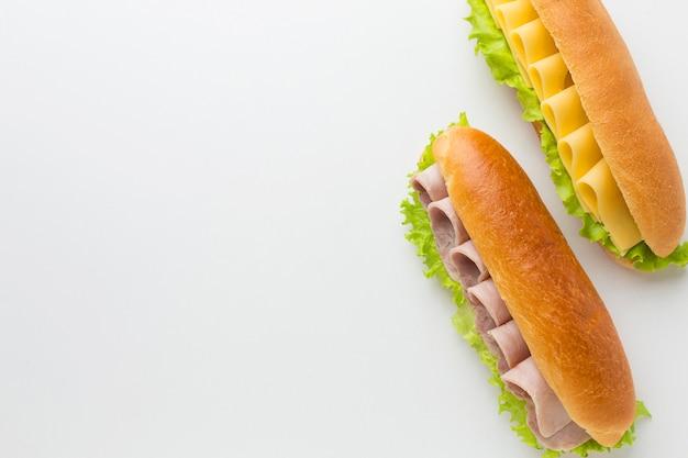 Gourmet-sandwiches mit platz zum kopieren