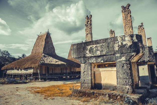 Grab, hütte im ethnischen dorf. sumba. indonesien.