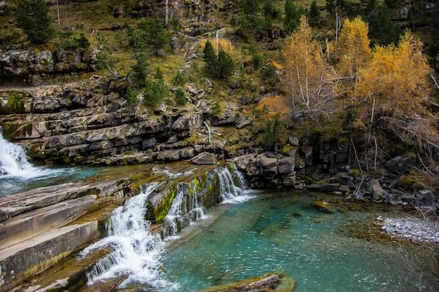 Gradas de soaso wasserfälle in ordesa und monte perdido nationalpark, spanien