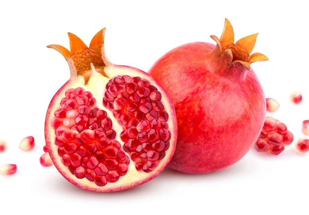 Granatapfel getrennt auf weiß