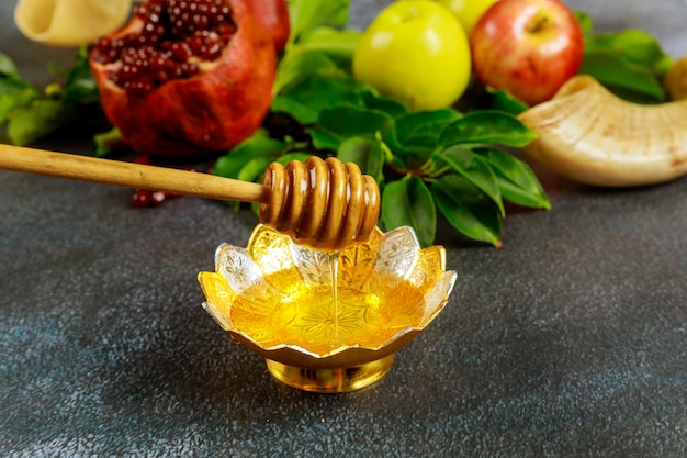 Granatapfel, honig, apfel und sofar. rosch haschana jüdisches neues jahr.