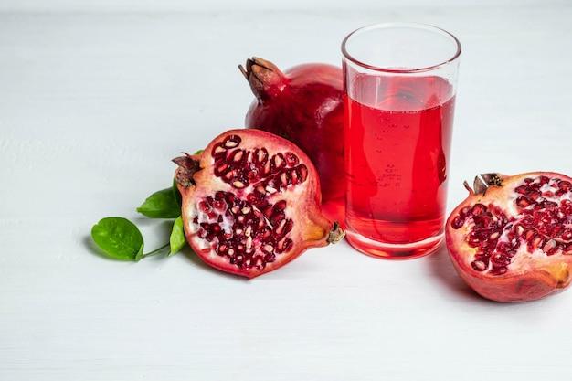 Granatapfelfrucht und granatapfelsaft für gesundheit