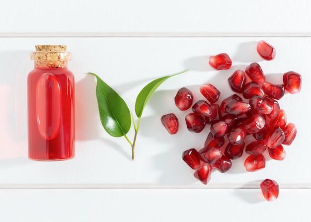 Granatapfelkerne und öl oder elixier
