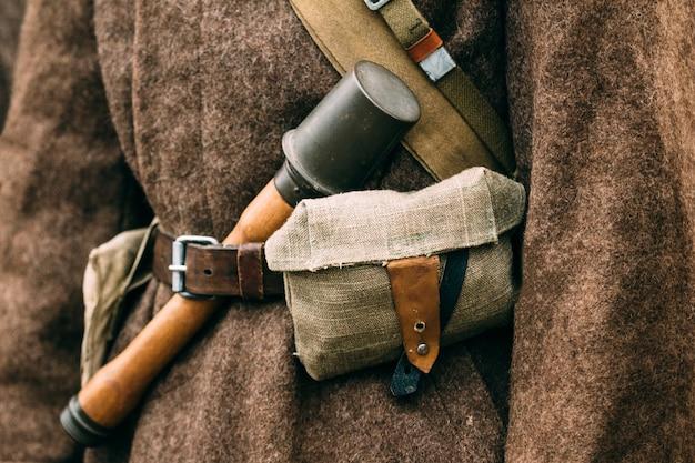 Granatnahaufnahme auf einem sowjetischen mantel