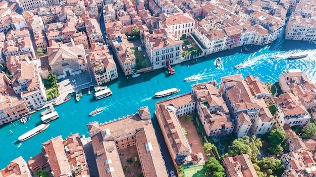 Grand canal der stadt venedig und beherbergt luftdrohnenansicht, stadtbild der insel venedig und venezianische lagune von oben, italien