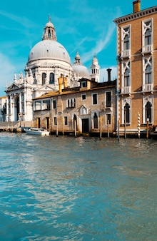 Grand canal und basilika santa maria della salute in venedig
