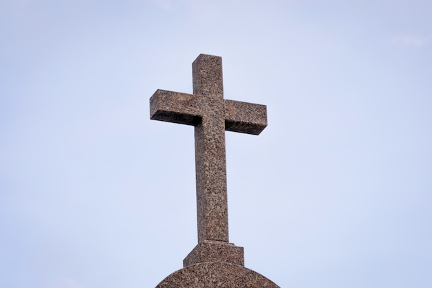 Granitkreuz einer kirche
