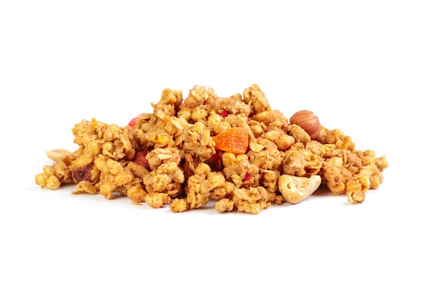 Granola mit den trockenfrüchten lokalisiert auf weiß