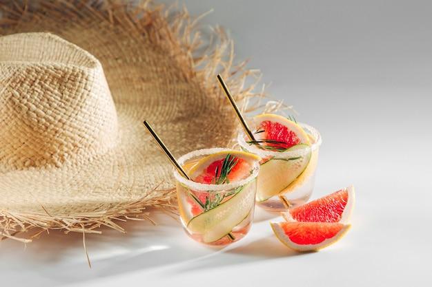 Grapefruit-gurken-cocktail perfekt für frühling oder sommer!
