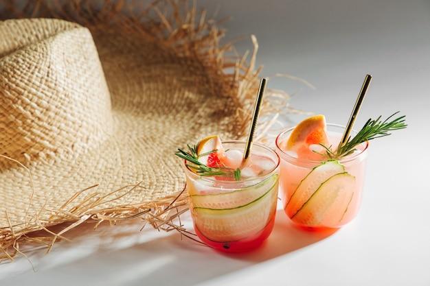 Grapefruit, gurken-gin-cocktail perfekt für frühling oder sommer!