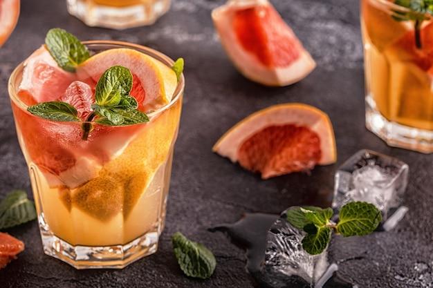 Grapefruit hausgemachte cocktailfrucht infundiert wasser