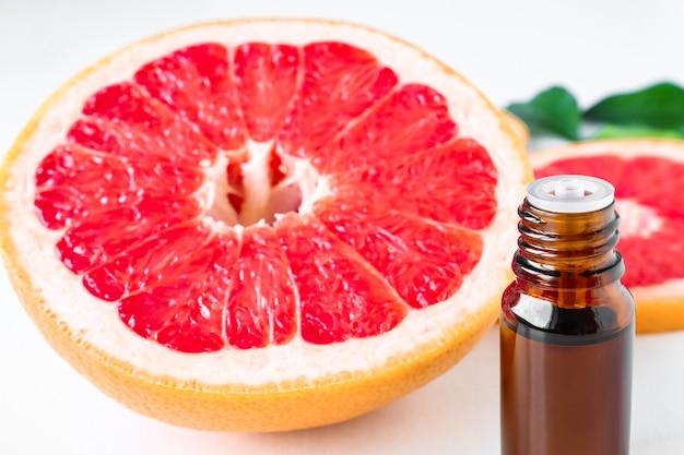 Grapefruit und aromatherapieöl nahaufnahme