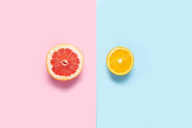 Grapefruit und orange auf bunten hintergründen. nahansicht. diätkonzept, leichtes mittagessen. banner.
