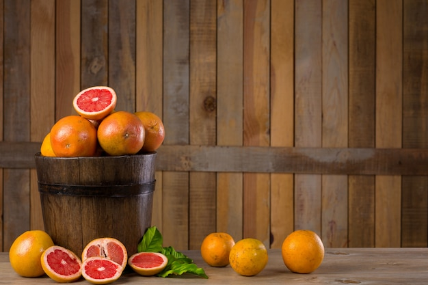 Grapefruitkorbstillleben