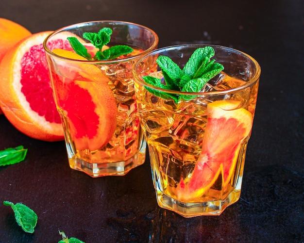 Grapefruitlimonade mit eis