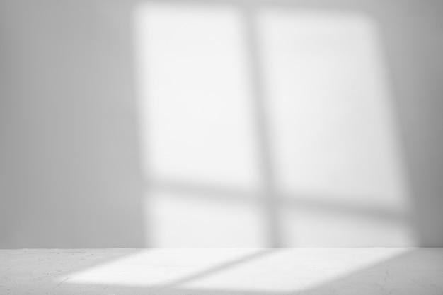 Grau für die produktpräsentation mit schatten und licht aus dem fenster