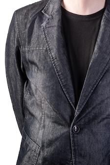 Graue jeansjacke. teil der männlichen figur. isoliert auf weißem hintergrund