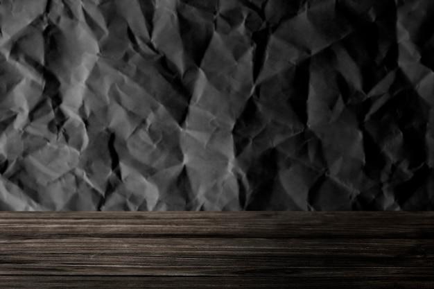 Graue zerknitterte textur mit holzbrett-produkthintergrund