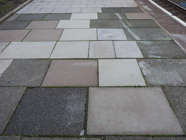 Grauer betonpflasterhintergrund