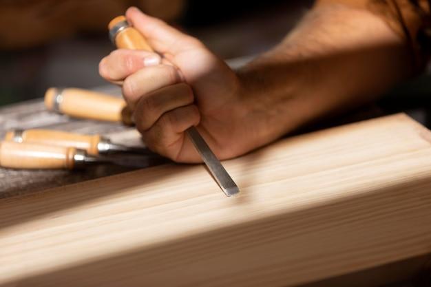 Gravieren von instrumentenanordnung auf einem tisch