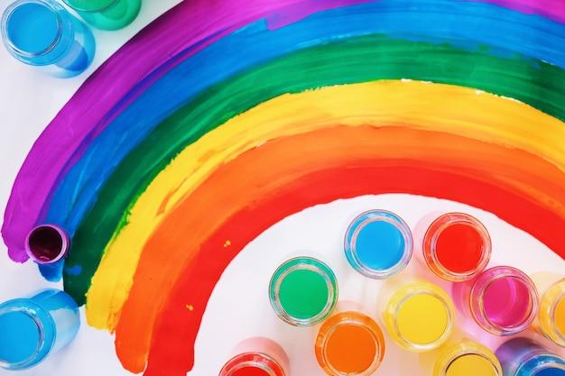 Grelle farbe. homosexuell lgbtq flagge. glück, freiheit und liebeskonzept für gleichgeschlechtliche paare. stolz tag und regenbogen.