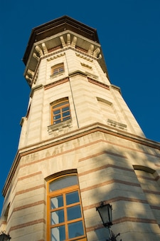 Grenzstein, alter veralteter wachturm in chisinau, moldau