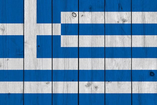 Griechenland-flagge gemalt auf alter hölzerner planke