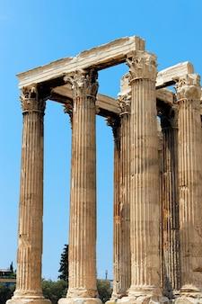 Griechischer tempel in trümmern