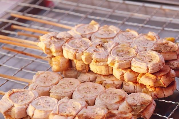 Grillbanane auf dem markt